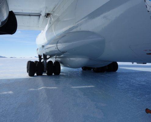 Mt.Vinson mit Rädern am blanken Eis