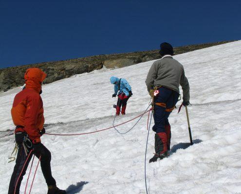 Gletscherkurs Seilschaft am Gletscher
